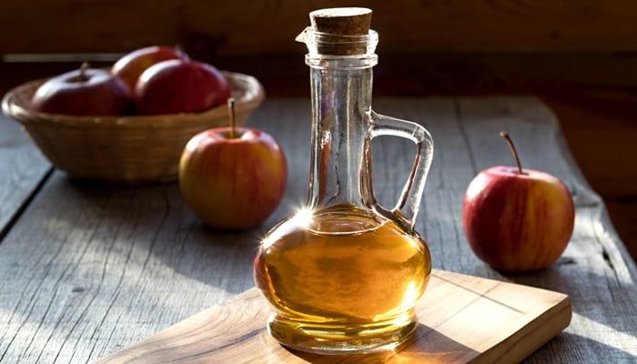 apple cider vinegar hair rinse - kaia naturals