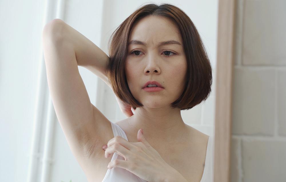 women with post-inflammatory hyperpigmentation on their armpits, how to lighten dark armpits